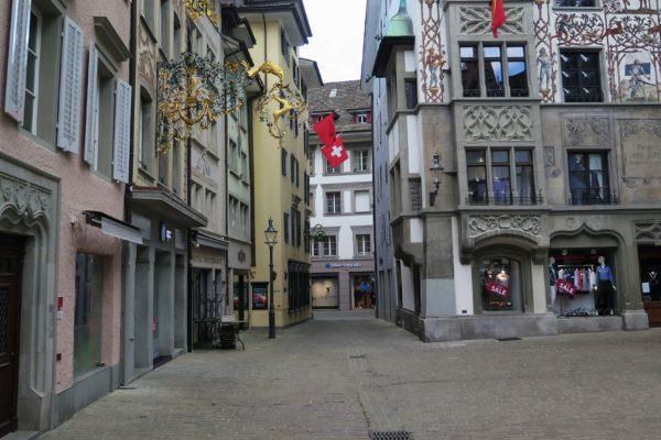 M. Hottelier – Démocratie, État de droit et droits fondamentaux face à la pandémie de Covid-19 – La situation en Suisse